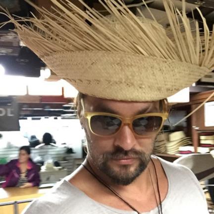 jason-momoa-straw-hat